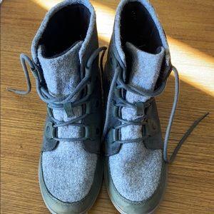 Women's sorel winter boots. Size 9.